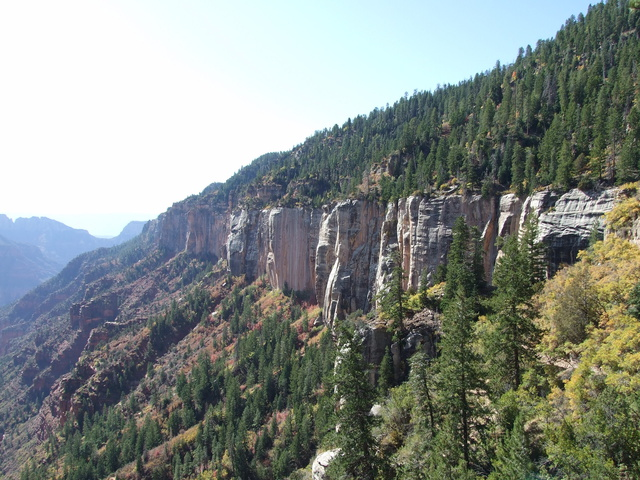 canyon wall 640x480