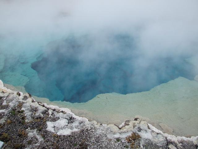 turquoise pool 640x480