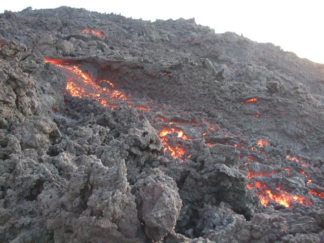 flowing lava 640x480