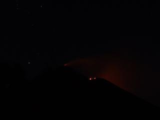 Volcán Pacaya glowing in the dark