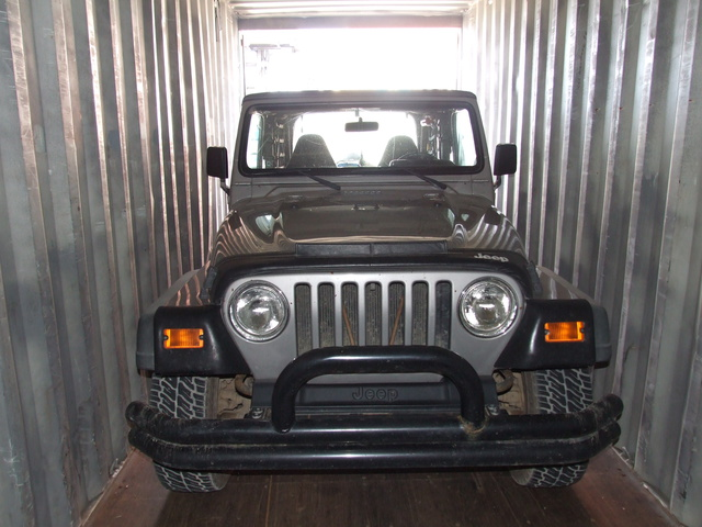 jeep in container 640x480