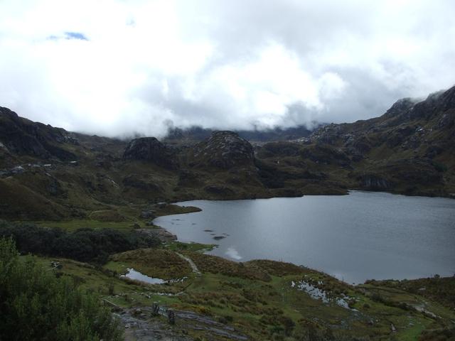 laguna in parque nacional cajas 640x480
