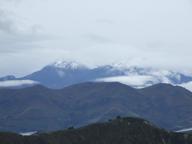 snow capped Iliniza sur and norte 640x480