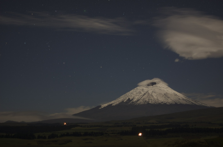 cotopaxi by night 720x475