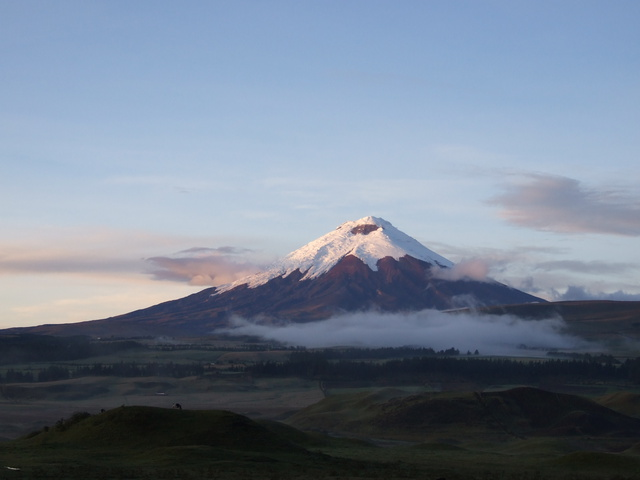 cotopaxi sunrise with fog 640x480