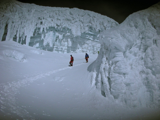 coming down through ice field 640x480