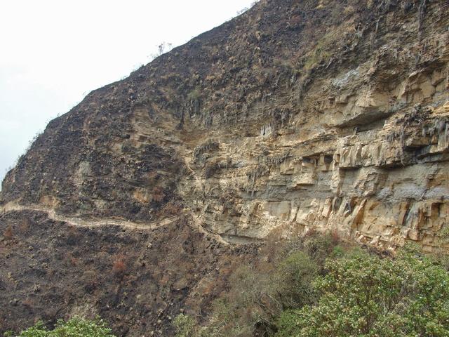 karajia tombs cliff 640x480