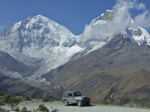 jeep and huascaran 640x480