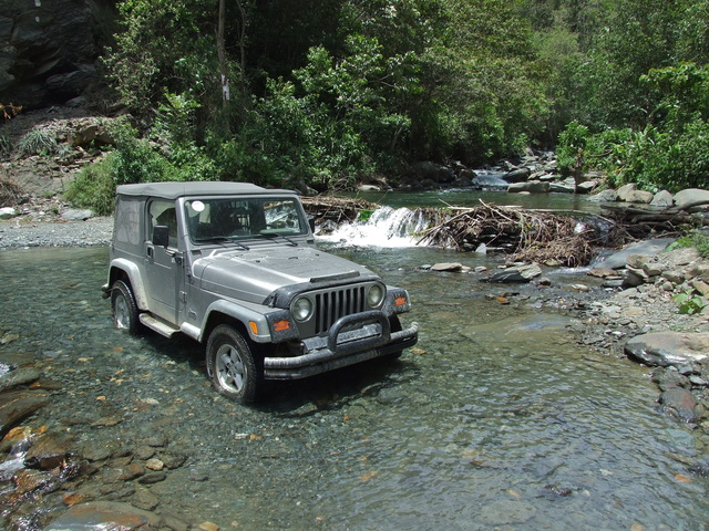 jeep river 640x480