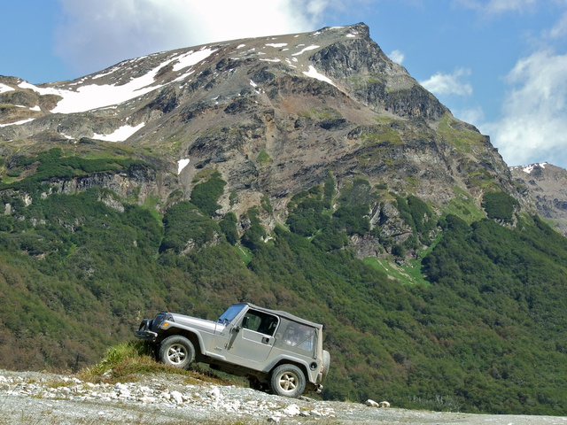 jeep climbing mountains 640x480