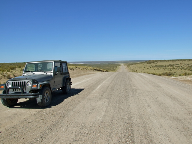 jeep gravel road 640x480