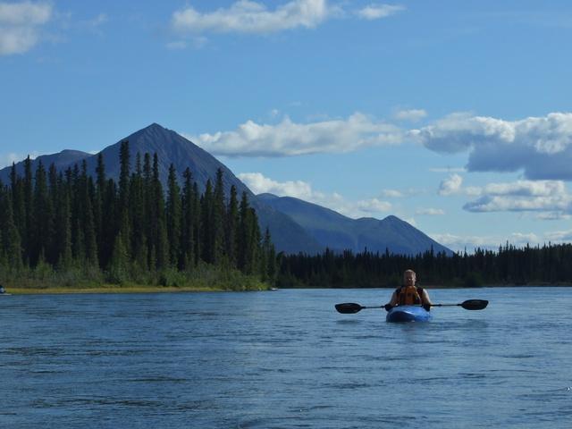 takhini river lone kayak 640x480