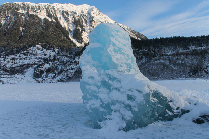 mendenhall stuck iceberg 720x480