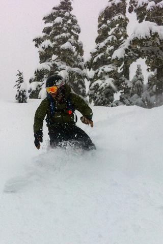 dan snowboarding 320x480
