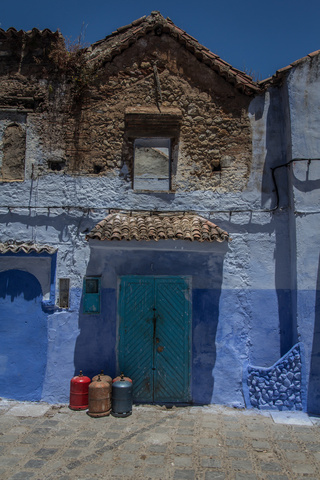 chefchaouen blue door 320x480