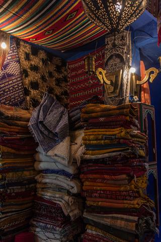 chefchaouen rugs 2 320x480