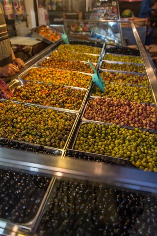 fes market olives 320x480