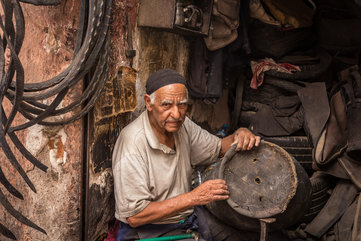 marrakech market worker 720x480