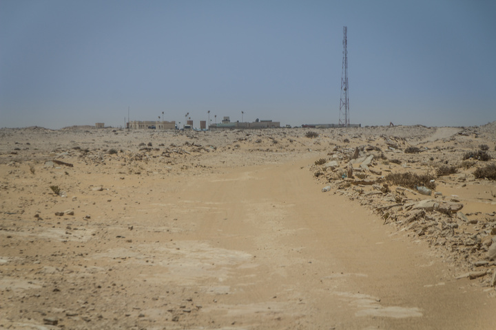 Mauritanian customs in the distance - the goal!