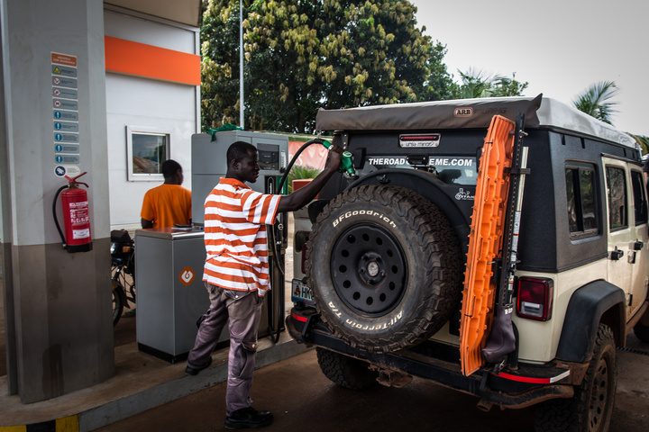 jeep titan fill up west africa bissau 720x480