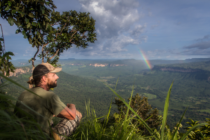 doucki hiking guinea dan rainbow 720x480