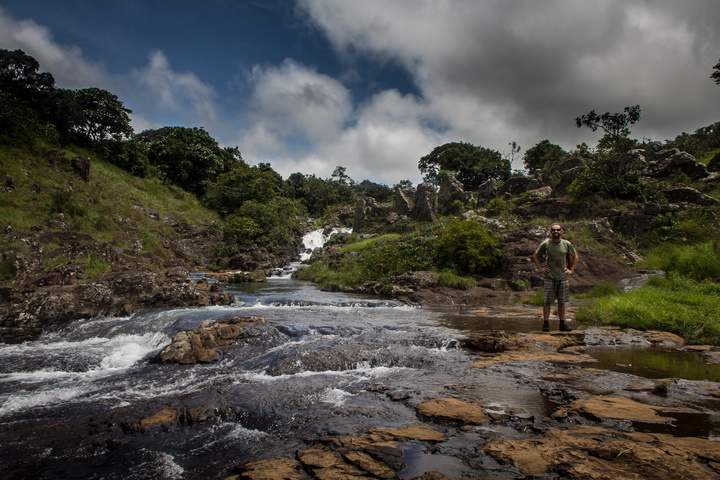 doucki hiking guinea dan waterfall 720x480
