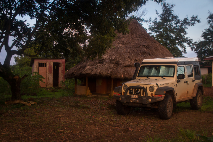 doucki hiking guinea jeep hut 720x480