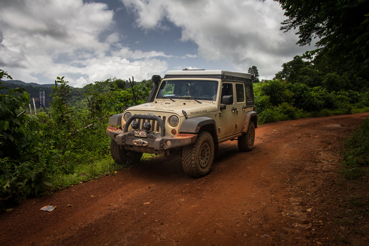 guinea land of mountains and waterfalls jeep 720x480