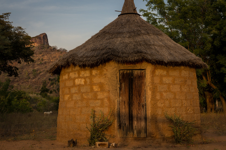niansogoni burkina faso hut at camping 720x480