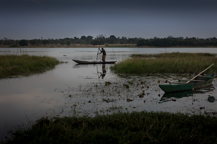 tengrela lake fisherman with hippo 720x480