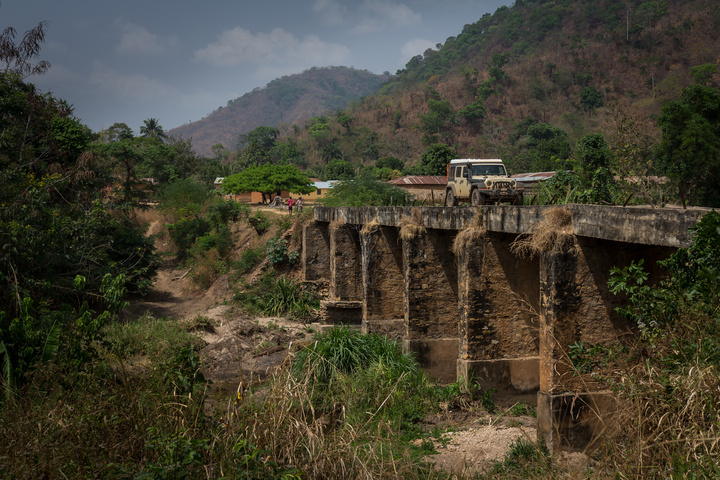 jeep africa togo bridge 720x480