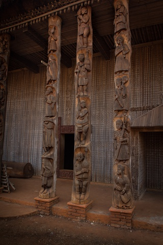 cameroon carved pillar 320x480