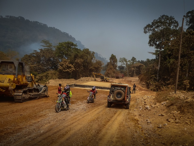 cameroon road construction new bridge jeep 640x480