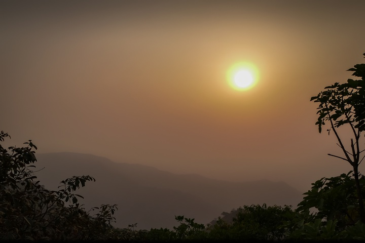 cameroon sun and haze 720x480