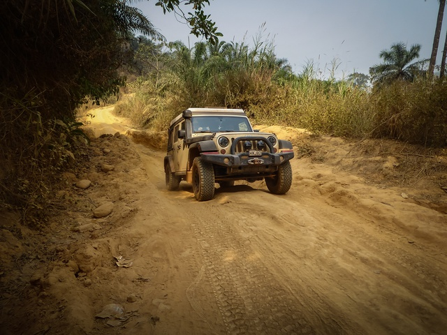 jeep africa cameroon bumpy 640x480