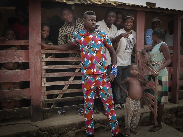 nigeria border town bright clothes 640x480