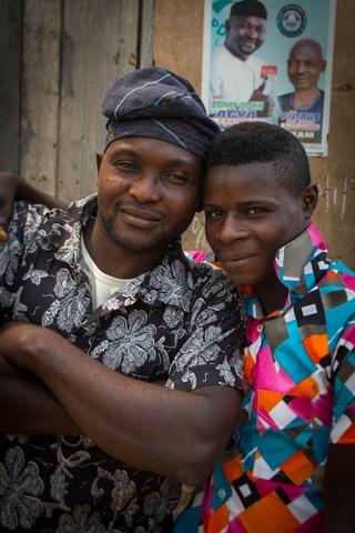 nigeria border town posing 320x480