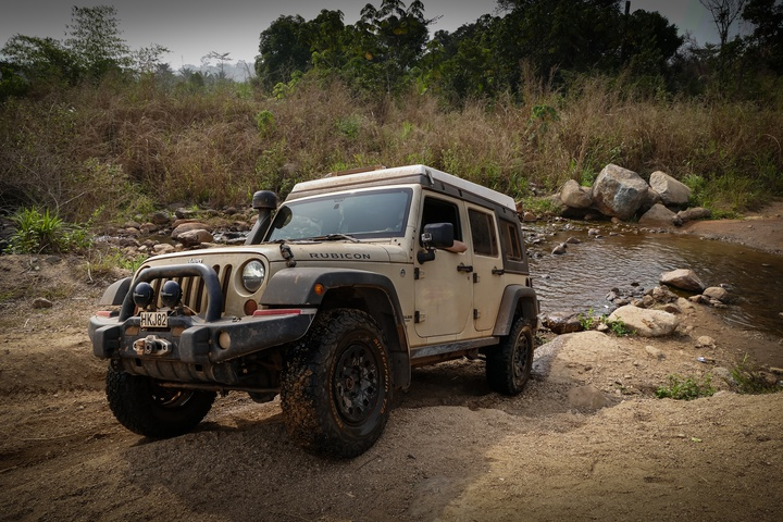 nigeria jeep river crossing 720x480