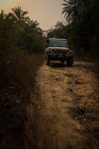 nigeria jeep track 320x480