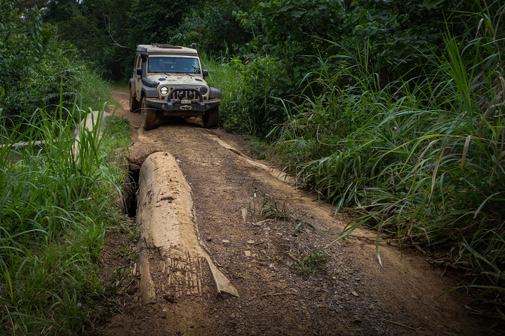 jeep africa small log bridge 720x480