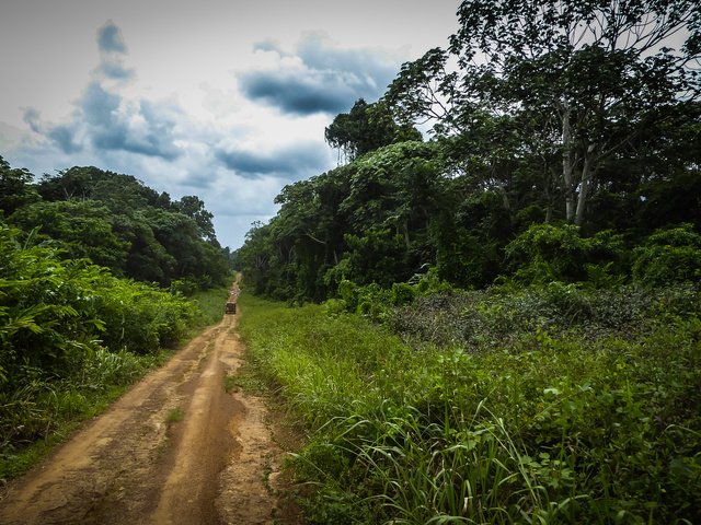 africa jeep dirt road gabon 640x480