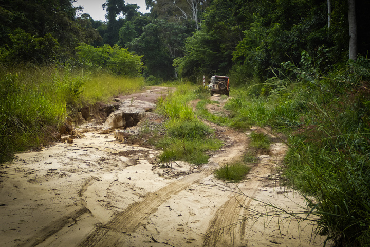 africa jeep gabon dirt 720x480
