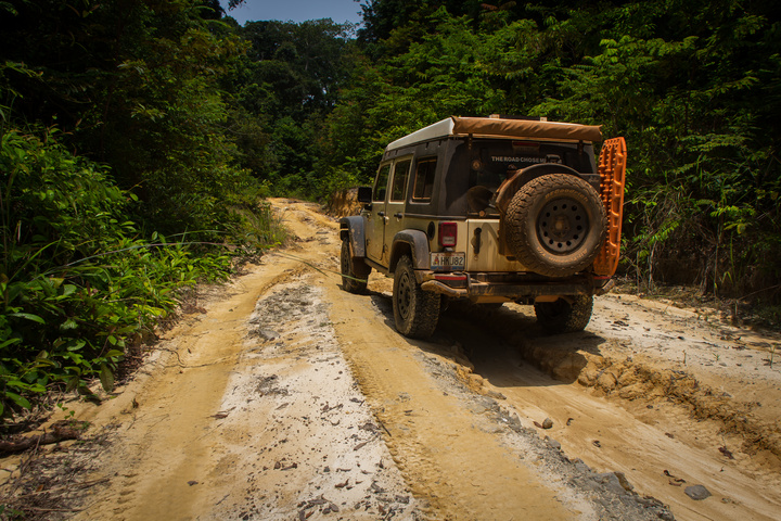africa jeep gabon loango sand 720x480