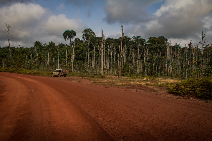 africa jeep red dirt road gabon 720x480