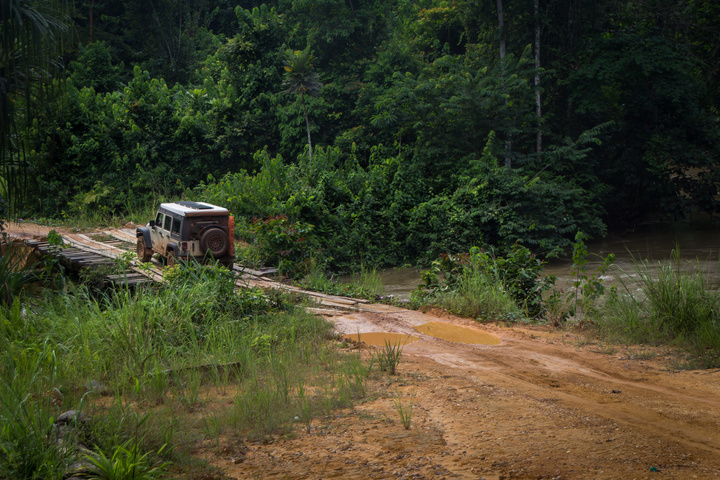 gabon jeep bridge 720x480