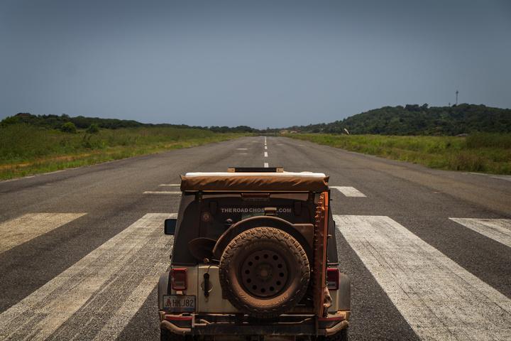gabon jeep runway 720x480