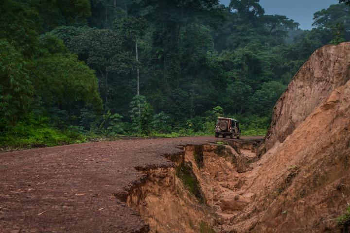 gabon road jeep 720x480
