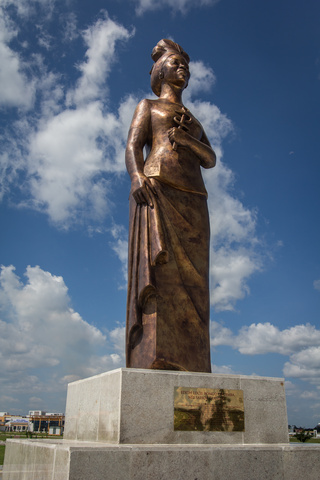 congo statue 320x480