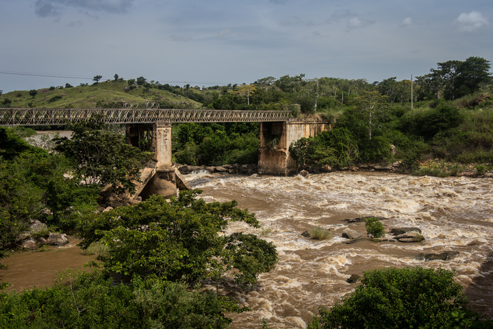 angola destroyed bridge 720x480