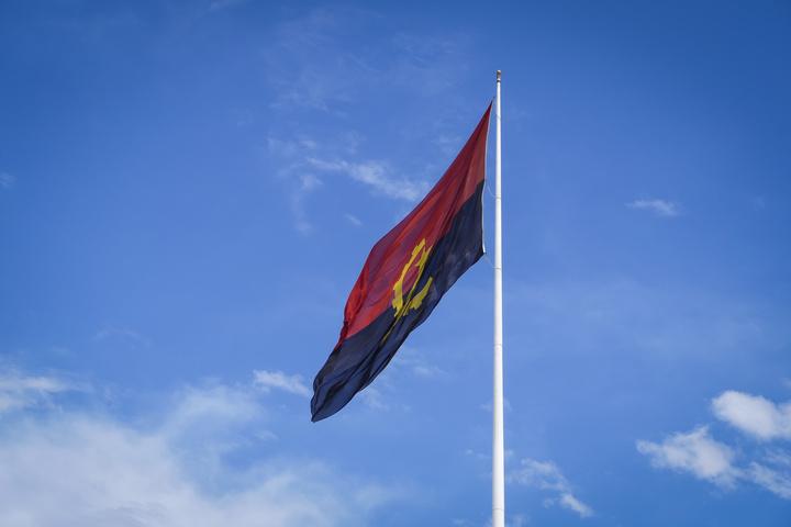angola flag 720x480